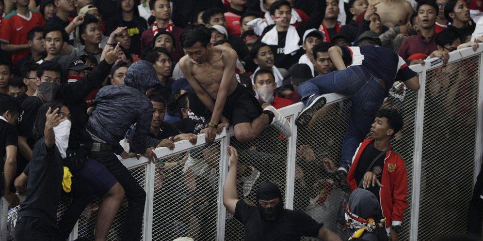 57 - Simon McMenemy: Kalau Rusuh, Suporter Timnas Indonesia Terburuk di Dunia