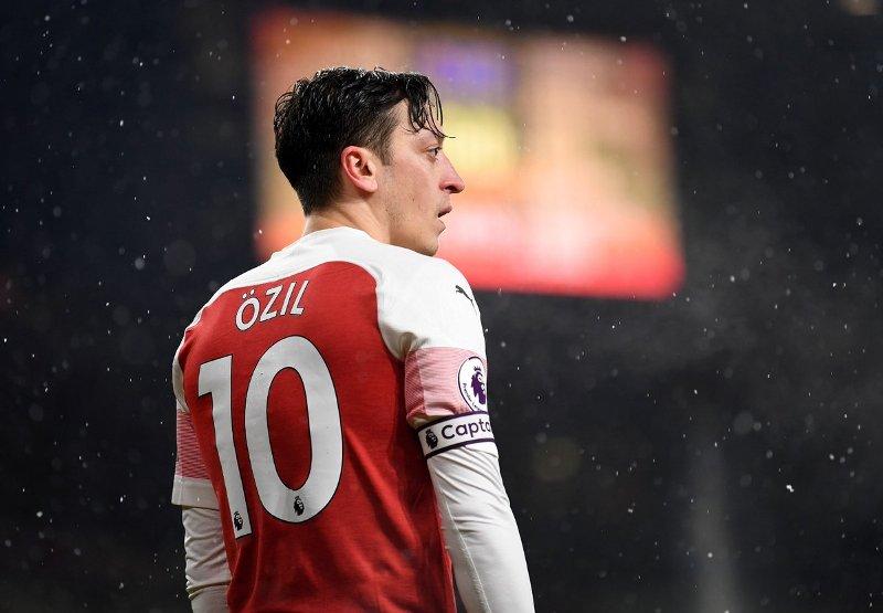 agen ozil jamin masa depan kliennya di arsenal Pg3c4adV46 - Duo Milan Berebut Ingin Mendapatkan Tanda Tangan Mesut Ozil dari Arsenal