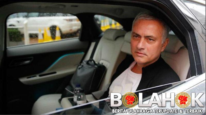 mourniho - Arsenal Tegaskan Tidak ada Pertemuan Dengan Mourinho